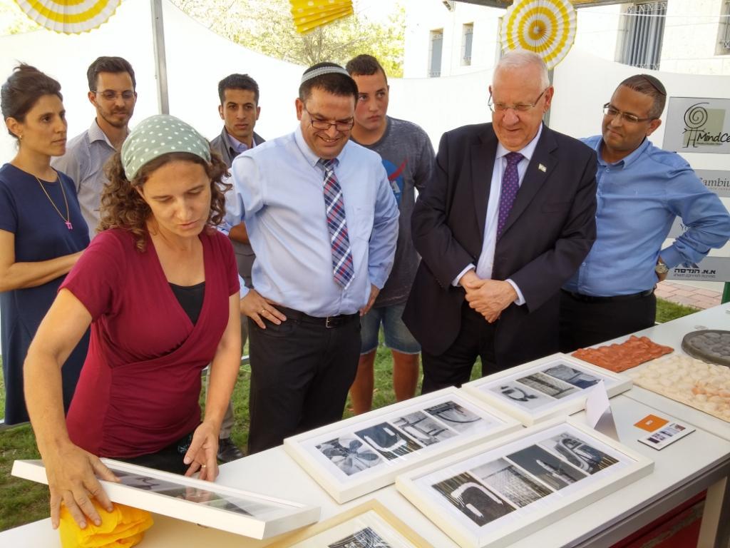 abagada hebrew gift with president rubi rivlin (3)
